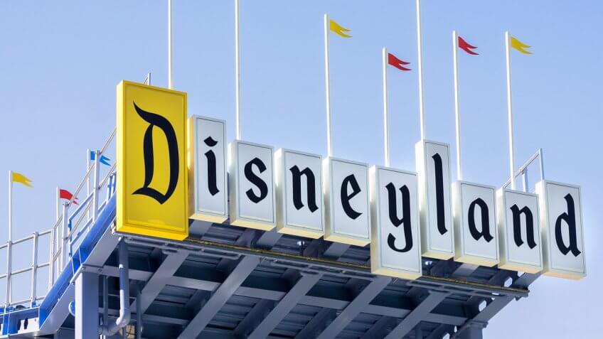 Price-of-Trip-to-Disneyland-Family